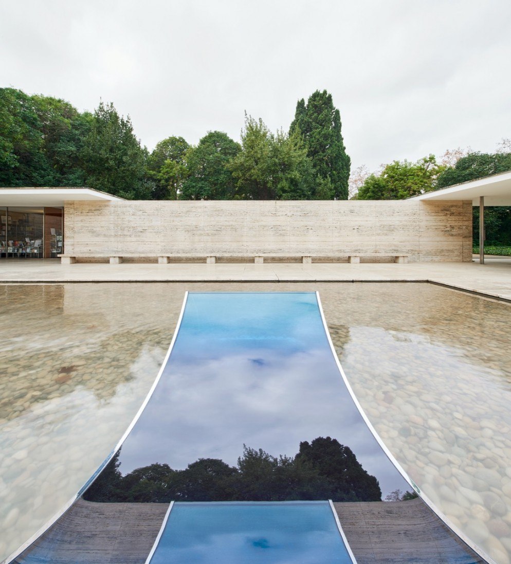 sabine-marcelis-no-fear-of-glass-mies-van-der-rohe-barcelona-living-corriere-05