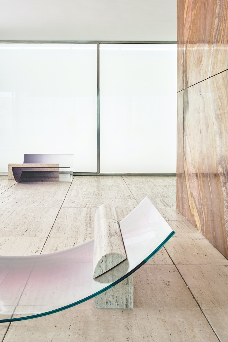 sabine-marcelis-no-fear-of-glass-mies-van-der-rohe-barcelona-living-corriere-09