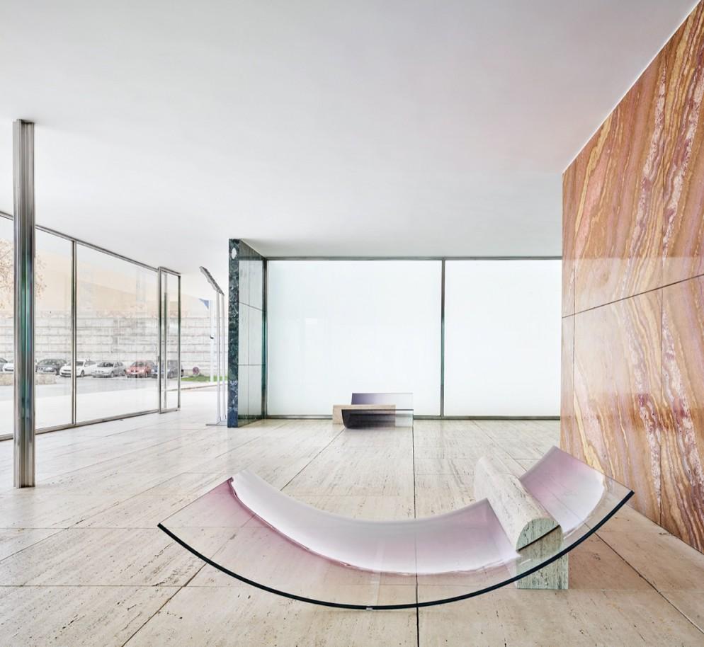 sabine-marcelis-no-fear-of-glass-mies-van-der-rohe-barcelona-living-corriere-10