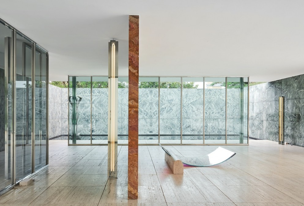 sabine-marcelis-no-fear-of-glass-mies-van-der-rohe-barcelona-living-corriere-13
