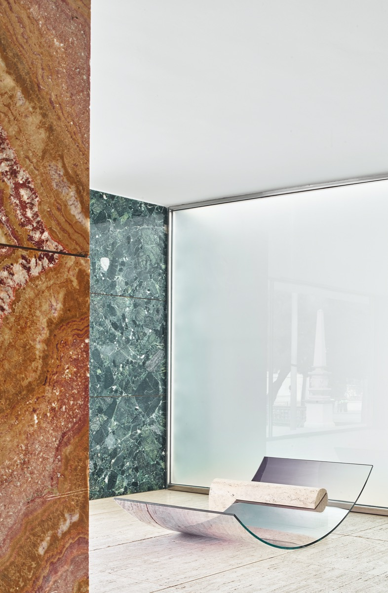 sabine-marcelis-no-fear-of-glass-mies-van-der-rohe-barcelona-living-corriere-14