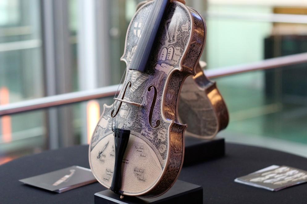 005leonardo-frigo-violino-livingcorriere-
