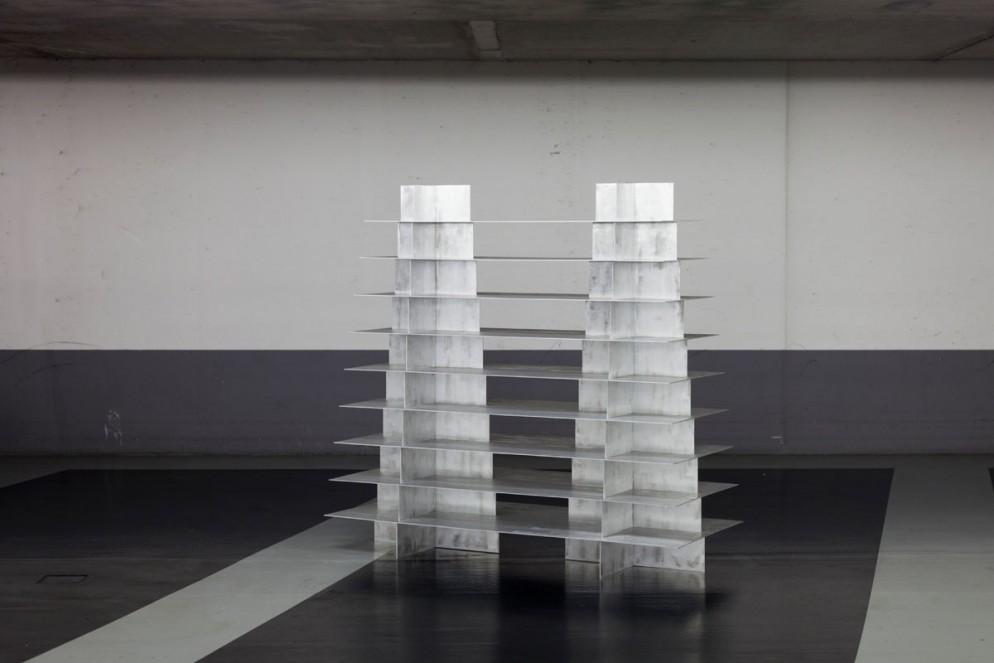 MOJ20_RTA_WENDY ANDREU with Bram Vanderbeke_Bookshelve Double Pyramid