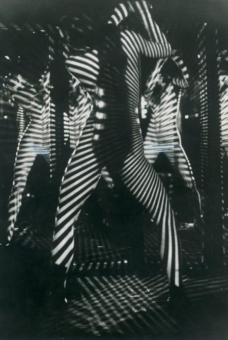 Spettacolo al Crazy Horse Saloon, Parigi, 1968