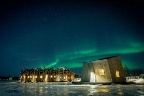 Dormire sotto l'aurora boreale