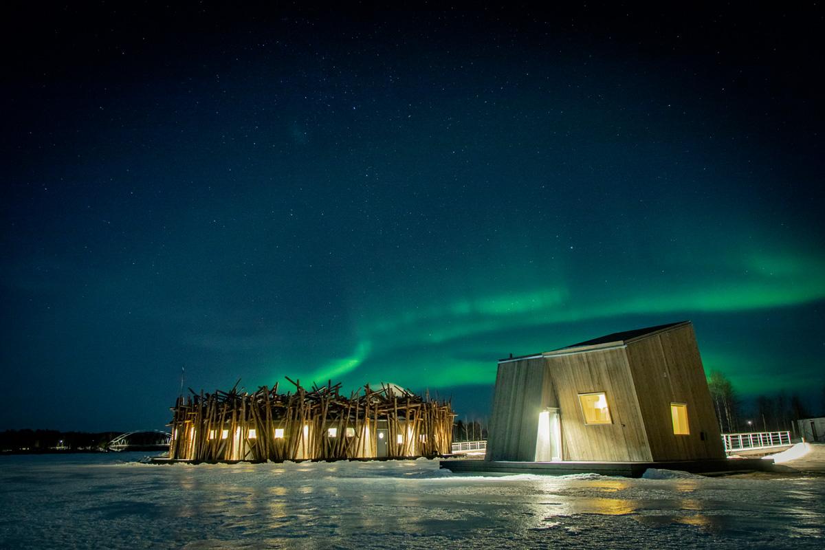 In Lapponia l'hotel galleggiante per vedere l'aurora boreale