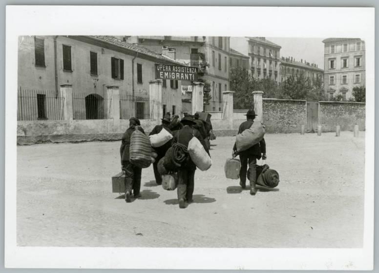 emigranti_verso_la_svizzera_chiasso_1900