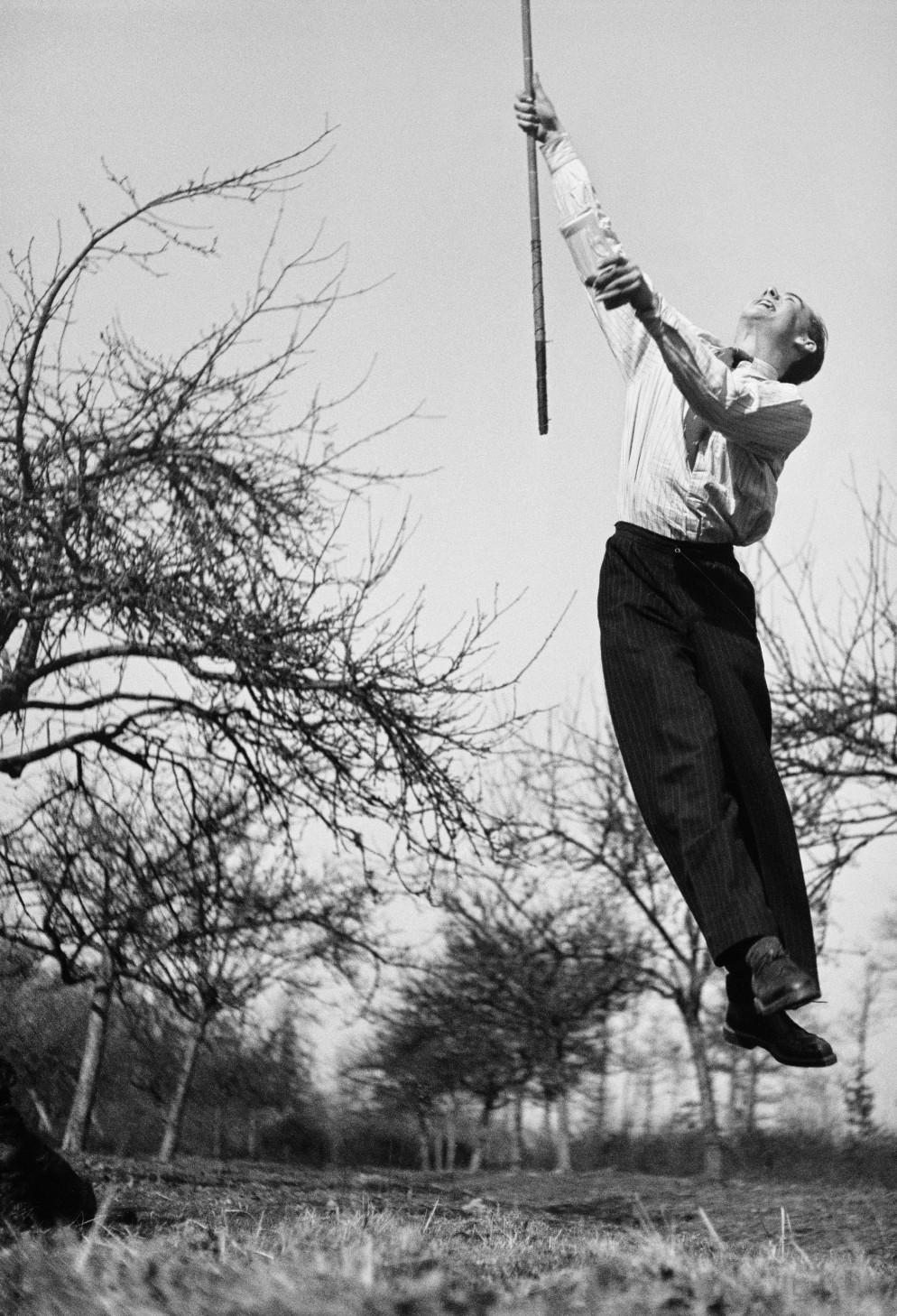 1. André Haguet, un cousin de Lartigue, Forêt de Rambouillet, 1938