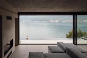 La casa di pietra sul lago di Como