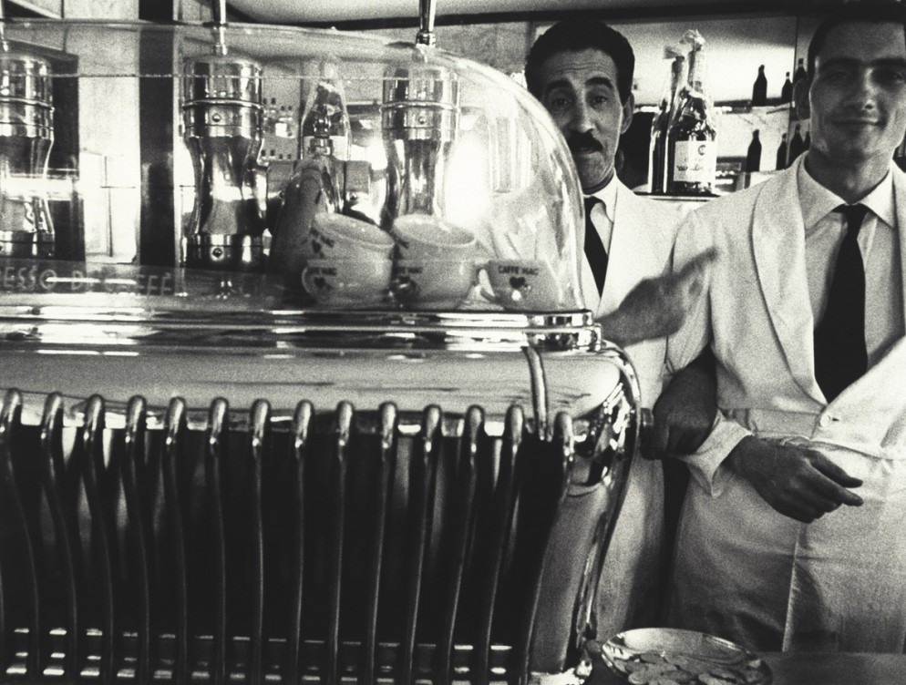 William-Klein-Koffee-machine-and-attendants_copia.