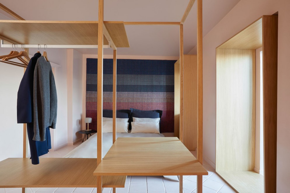 decorare-pareti-tessuti-airbnb-residenza-artista-civitacampomarano