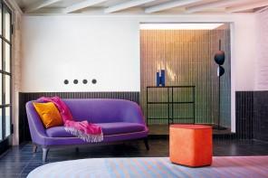6 palette accese che arredano una stanza industrial