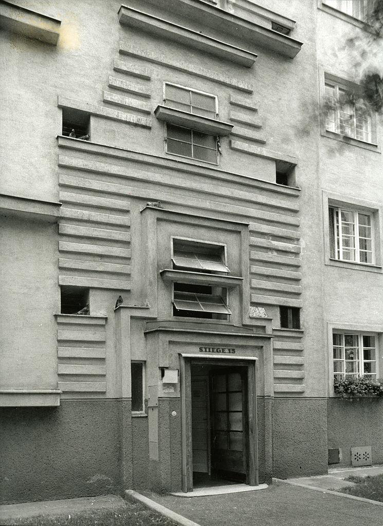 Winarsky Court (Winarsky hof), by Josef Hoffmann, Josef Frank, Oskar Strnad, Oskar Wlach, Franz Schuster, Adolf Loos, Margaret Lihotzky, Dirnhuber Karl e Peter Behrens, 1924 - 1926, 20th Century