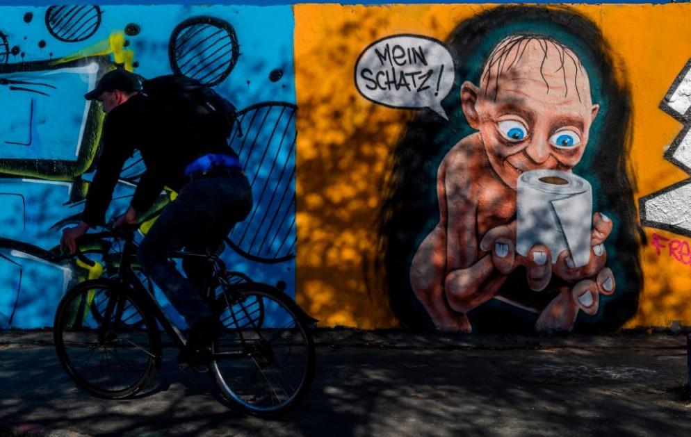 GERMANY-HEALTH-VIRUS-GRAFFITI-STREET ART