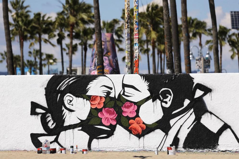 street-art-coronavirus-GettyImages-1213960399