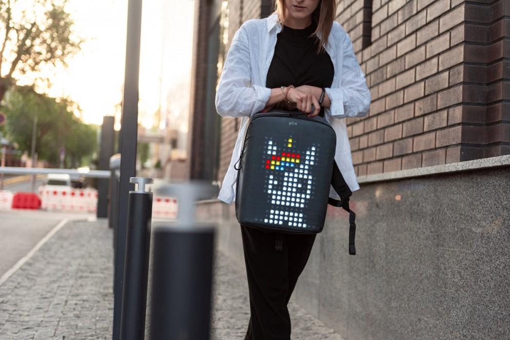 zaino-digitale-led-ricaricabile-pix-backpack-01