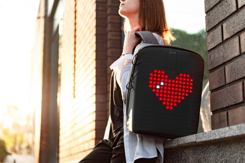 zaino-digitale-led-ricaricabile-pix-backpack-02
