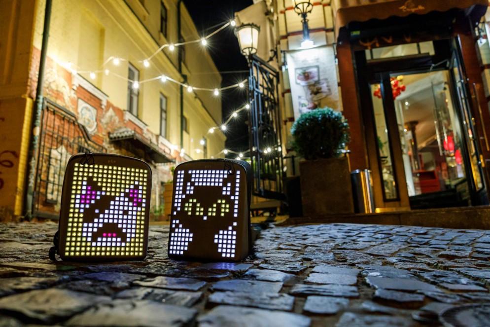zaino-digitale-led-ricaricabile-pix-backpack-15