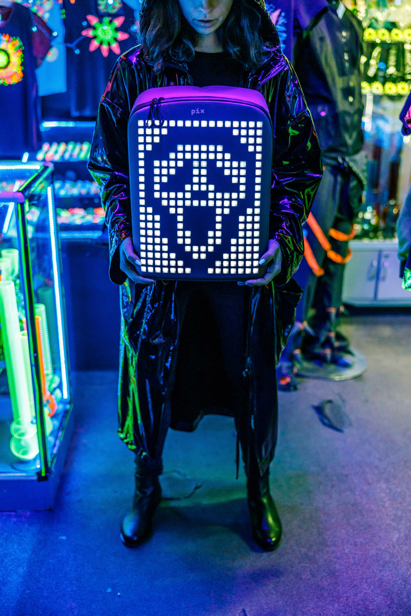 zaino-digitale-led-ricaricabile-pix-backpack-17