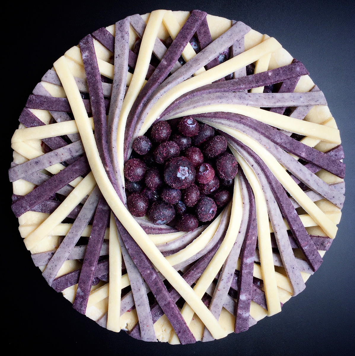 lauren-ko-torte-design-002_Blueberry ombre signature spoke pie
