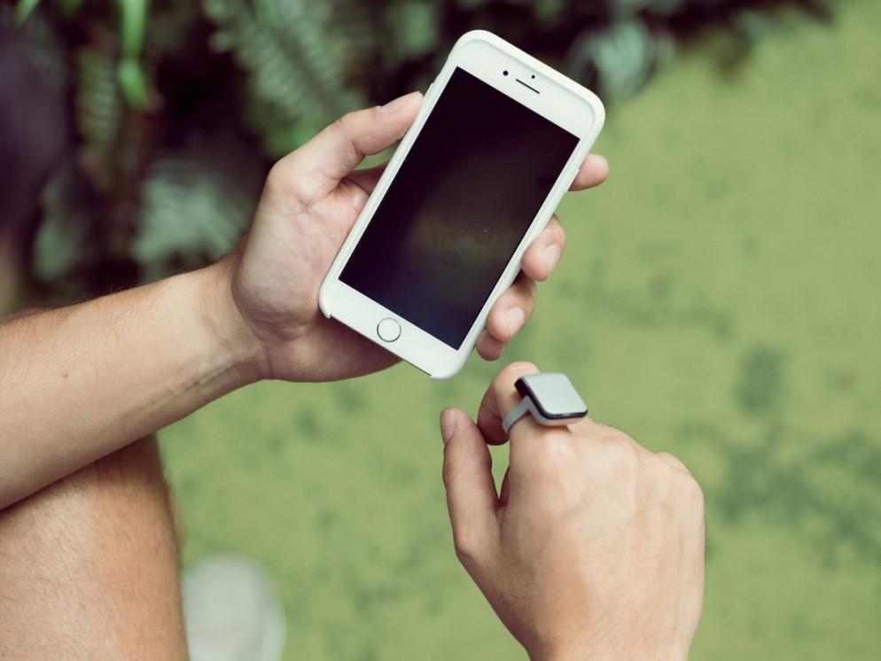 smartring-anello-telefono-connesso-allo-smartphone-04