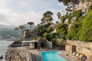 In Liguria, una casa da weekend a picco sul mare