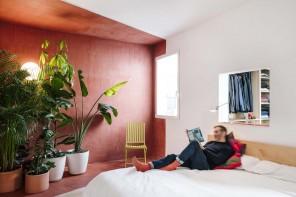 Stanze a colori e spazi flessibili per un appartamento a Madrid