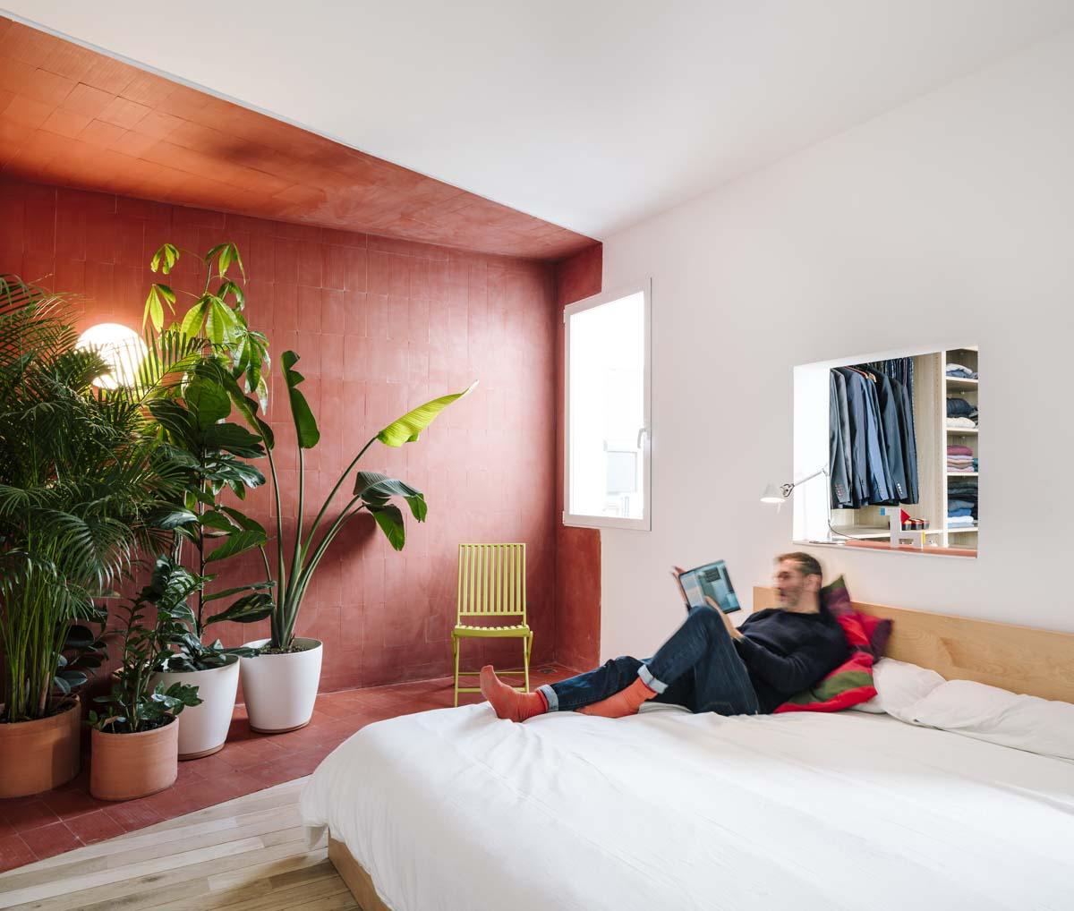 Decorazioni Camera Da Letto stanze colorate e spazi flessibili per l'attico a madrid