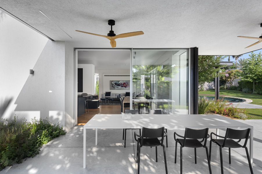 14_LVR_Opher Erez Architects_Outdoor dining