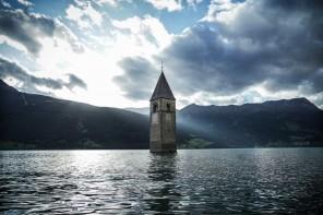 Curon: su Netflix la serie italiana sul paese sommerso