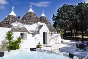 Trulli, chalet e dammusi: in vacanza con l'Airbnb italiano