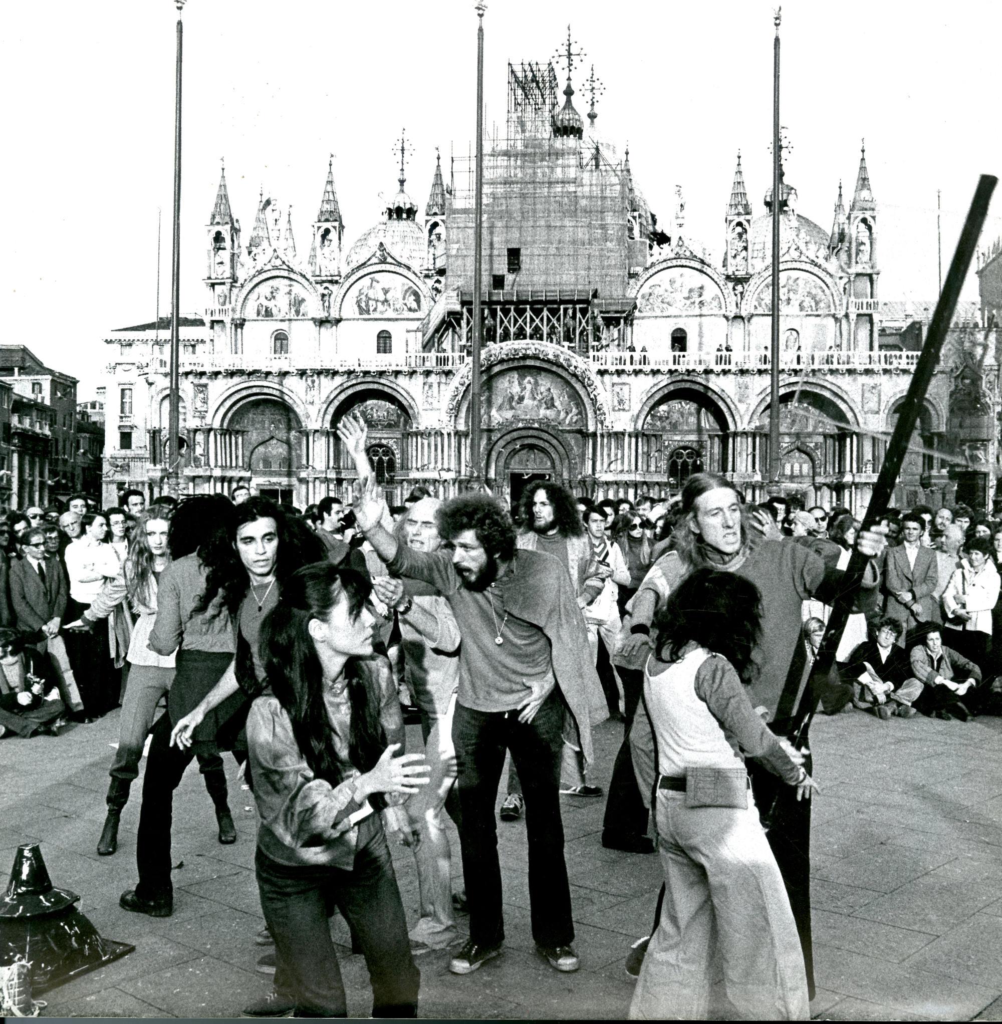 teatro4_1975_Sei atti pubblici_Living_Theatre_(21) copia
