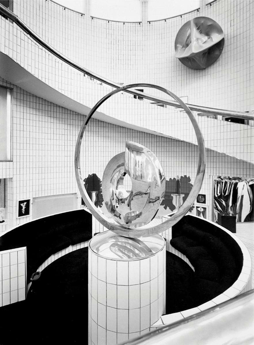 4. Casa Museo Remo Brindisi, 1967-71, Lido di Spina (FE), with a work by Carmelo Cappello, Courtesy Archivio Nanda Vigo, Milano. Photo Gabriele Tocchio