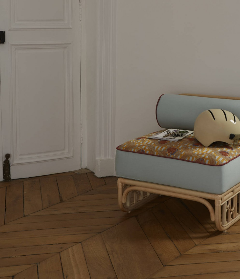 Fauteuil Colette avec tissu Belle-épine - bleu marron - Collection Intérieur aux Aubergines par Cristina Celestino pour Maison Matisse © Alice Cuvelier