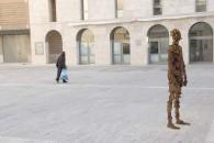 Antony Gormley, Fai spazio, prendi posto, 2004, Courtesy the artist and Associazione Arte Continua, San Gimignano, foto Ela Bialkowska