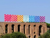 Daniel Buren, Photo-souvenir: 'La scacchiera arcobaleno ondeggiante', lavoro in situ, Palatino, Roma, 2016, lavoro in situ, Palatino, Roma. Copyright Line: © DB-ADAGP Paris