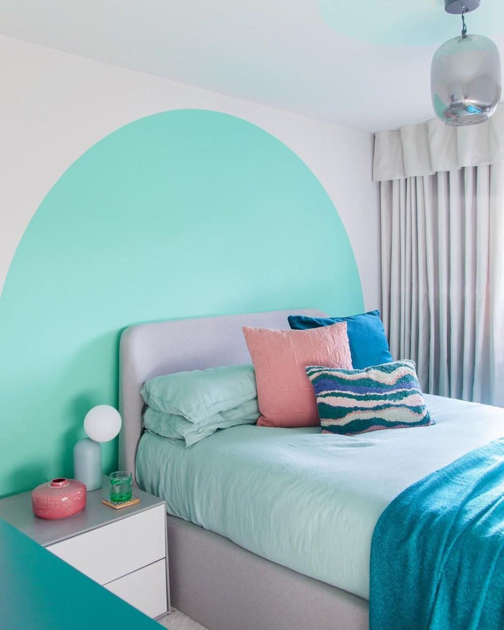 decorare-parete-dietro-letto-2lgstudio