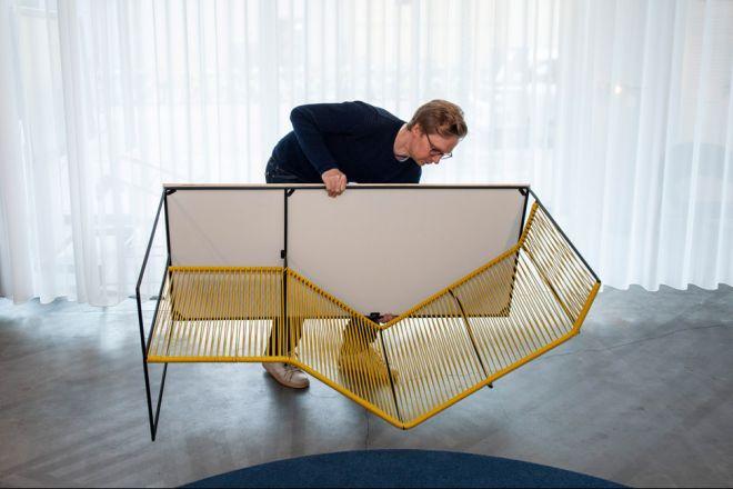 la-chaise-renversée-02