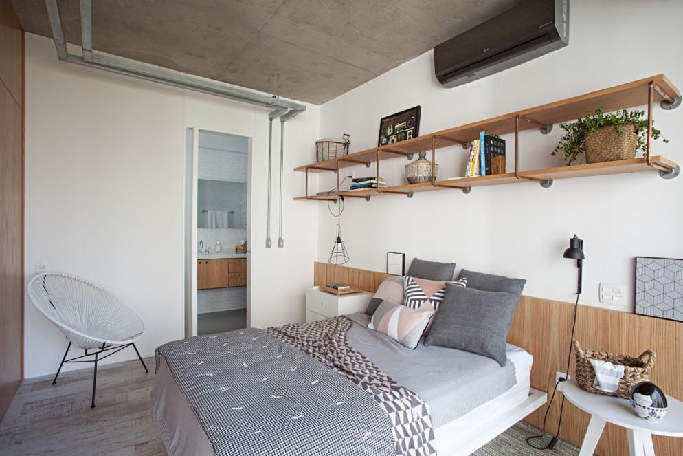 parete dietro letto mensole