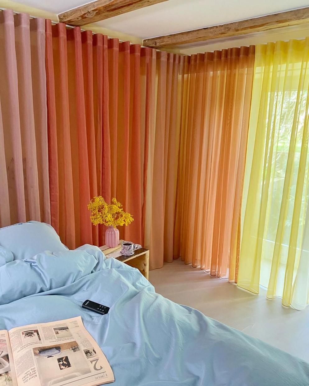 tende dietro letto