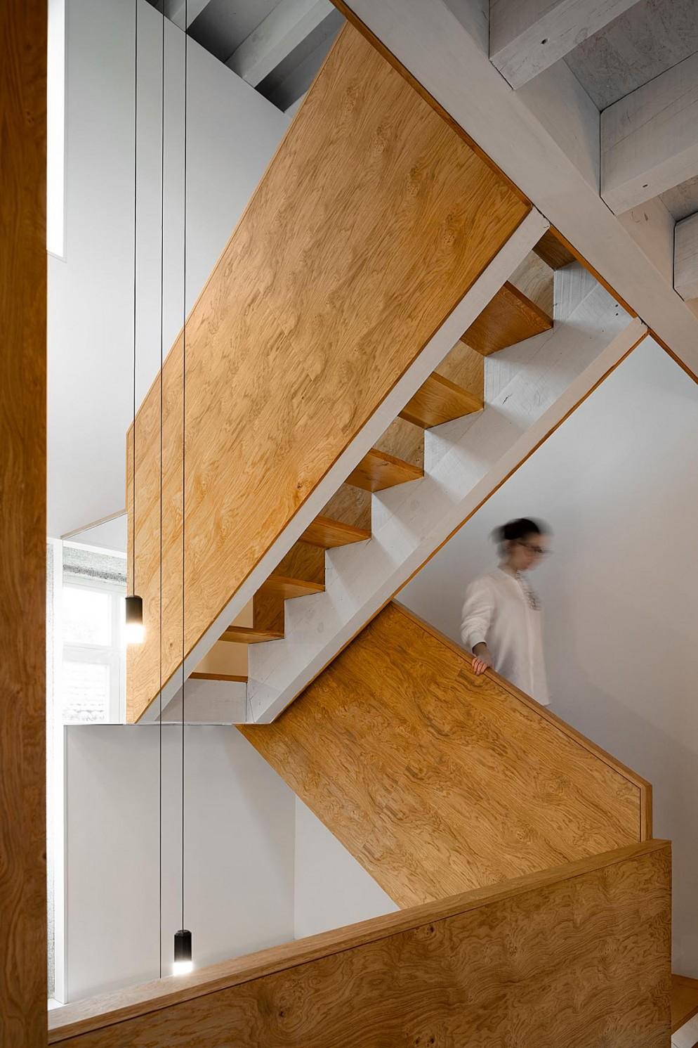 (projeto) em (local) do atelier de arquitetura (arquiteto)
