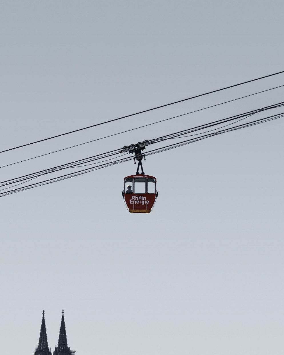 accidentally-wes-anderson-libro-007-cable-car-cathedral-germany-@olle.l.olleliving-corriere