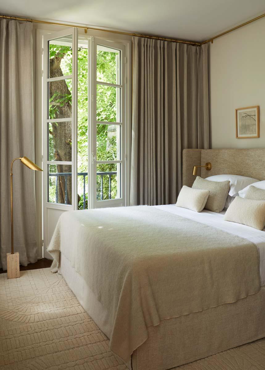 color-tortora-bianco-abbinamenti-emilie-bonaventure-appartamento-parigi-foto-Asa-Liffner-living-corriere