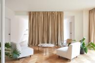 colore-tortora-bianco-abbinamenti-©Atelier-Barda-Résidence-Villeneuve-living-corriere