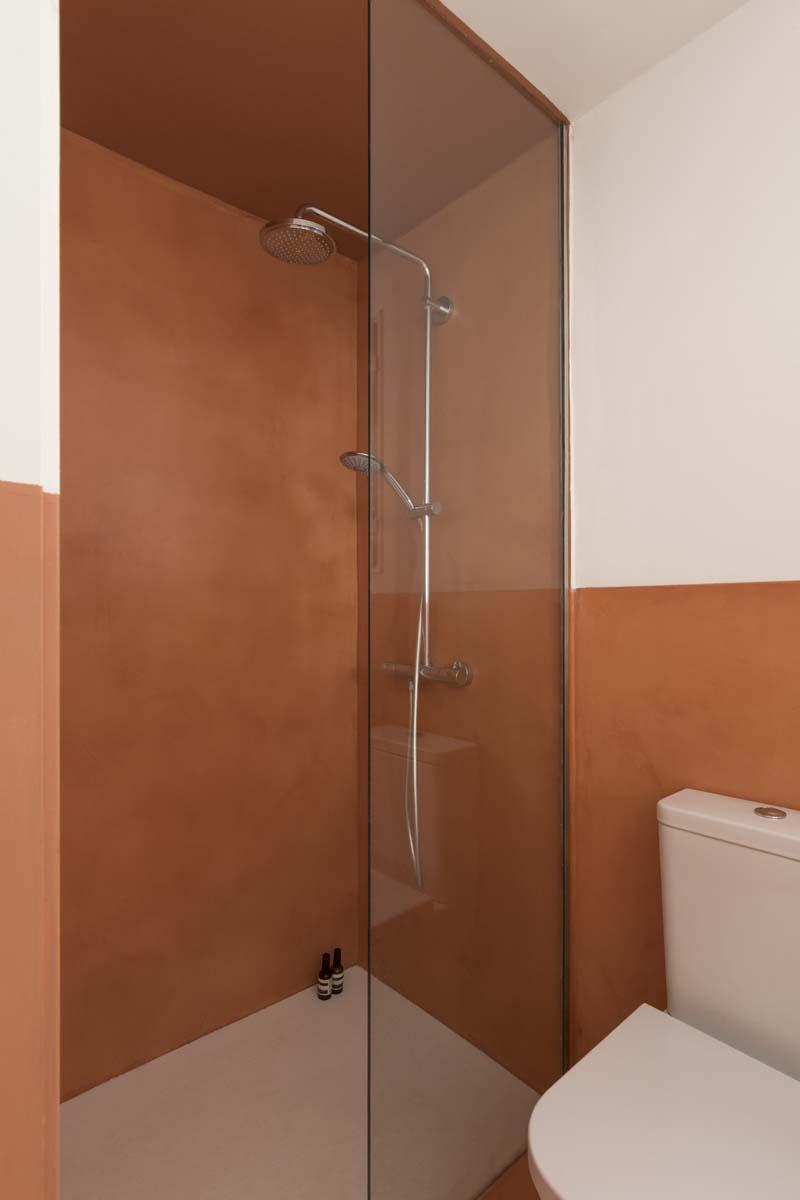 pareti due colori doccia