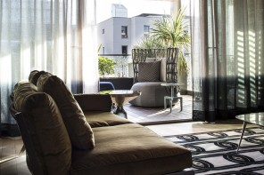 Tende moderne per il soggiorno: tante soluzioni per dare forma alla luce