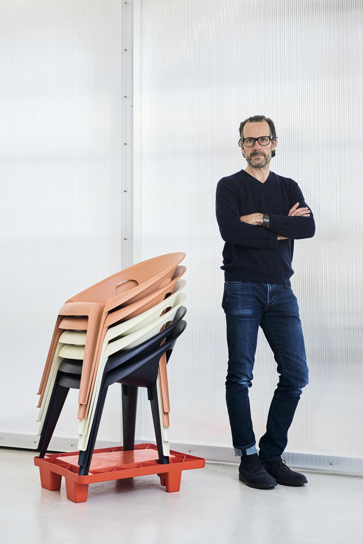 Magis_designer_Konstantin_Grcic_Bell_Chair_portrait_01