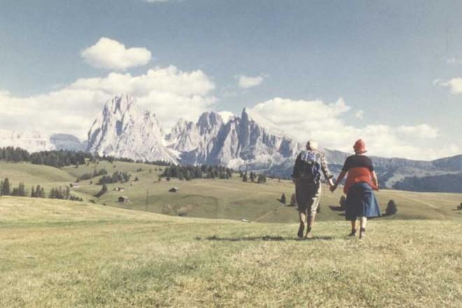 Foto Luigi Ghirri, Alpe di Siusi, 1979, Fondo Viaggio in Italia courtesy Eredi Luigi Ghirri - Museo di Fotografia Contemporanea, Milano-Cinisello Balsamo