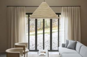 Stile minimal e materiali naturali per una casa sul mare del Nord