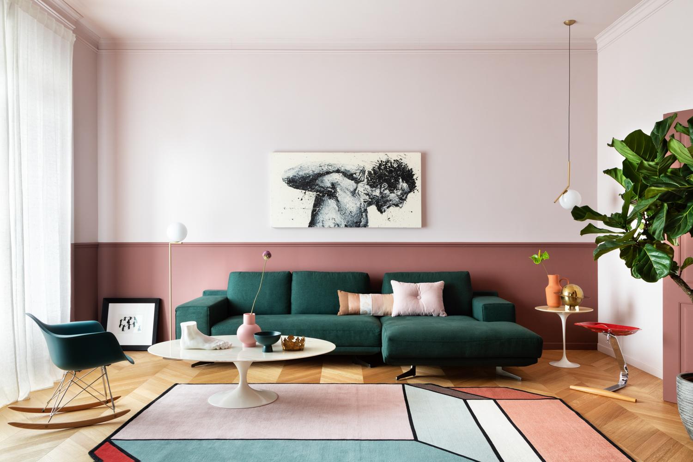 Arredare con il colore: rosa, vinaccia e verde bosco per una casa vecchia Milano